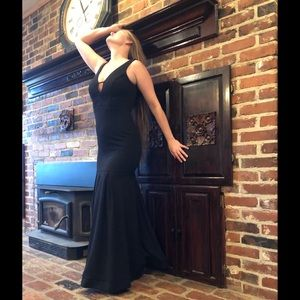 Sexy Black Pleated Plunging Mermaid Evening Dress